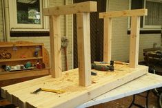 As a woodworker, you must need a workbench to work comfortably. Buying a workbench can be costly. Jet Woodworking Tools, Woodworking School, Woodworking Workbench, Woodworking Crafts, Workbench Plans Diy, Workbench Designs, Workbench Top, Build Your Own Garage, Using A Router