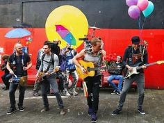 Coldplay salen a la calle con A sky full of stars