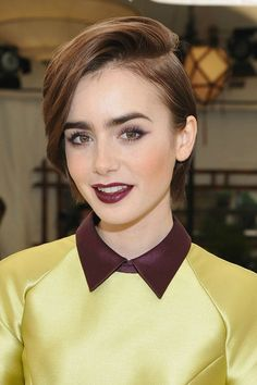 Lily Collins attends CFDA/Vogue Fashion Fund Show and Tea at Chateau Marmont on October 2015 in Los Angeles, California. Winter Hairstyles, Pixie Haircut, Hairstyles Haircuts, Cool Hairstyles, Corte Y Color, Celebrity Hair Stylist, Hair Trends, Hair Inspiration, Your Hair