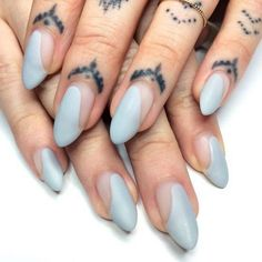 Semi-permanent varnish, false nails, patches: which manicure to choose? - My Nails Acrylic Nails Natural, Almond Acrylic Nails, Almond Nails, Natural Nails, Nail Design Stiletto, Nail Design Glitter, Cute Nails, Pretty Nails, Hair And Nails