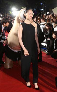 現在44歳です。 J Star, Kawaii Hairstyles, Japanese Girl, Dress Pants, Cool Photos, Actresses, Formal Dresses, My Style, Celebrities