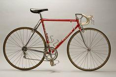 PINARELLO Vintage Bike - Bike of Delgado Pedoro (ESP) Reynolds - Reynolon, used for Tour de France 1988 that he won, manufactured by Pinarello. Photo : Yuzuru Sunada