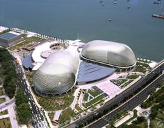 Esplanade - Theatres on the Bay / Michael Wilford & Partners + DP Architects - Designed by Singapore's DP Architects and London's Michael Wilford & Partners, this performing arts centre comprises two main venues, a 1,800-seat concert hall and a 2,000-seat theatre, with some of the most state-of-the-art acoustics in the world. Opened in 2002, the distinctive aluminium cladding on the exterior has earned it the local nickname, the 'durian'...