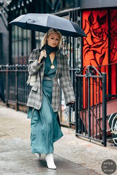 Fashion Week Street Style Is Here, So We've Got Like a Million Outfit Ideas Now Street Style 2018, Spring Street Style, Street Chic, Street Styles, Street Wear, Nyc Girl, Street Looks, Autumn Fashion 2018, Ootd