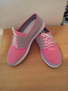 New Knitting Patterns Socks Flip Flops Ideas Crochet Sandals, Crochet Boots, Crochet Gloves, Crochet Slippers, Diy Crochet, Crochet Shoes Pattern, Shoe Pattern, Knit Shoes, Sock Shoes