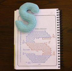 Alfabeto crochet - S Crochet Alphabet Letters, Crochet Letters Pattern, Letter Patterns, Crochet Diy, Crochet Amigurumi, Crochet Home, Amigurumi Patterns, Crochet Gratis, Crochet Hearts