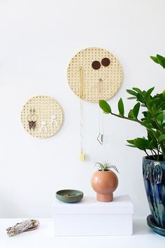 Home Accessories DIY Necklaces - How to Make a Rattan Jewelry Organizer. - Home Accessories DIY Necklaces – How to Make a Rattan Jewelry Organizer… - Diy Jewelry Unique, Diy Jewelry To Sell, Diy Jewelry Holder, Necklace Holder, Stylish Jewelry, Handmade Jewellery, Modern Jewelry, Jewellery Storage, Jewellery Display
