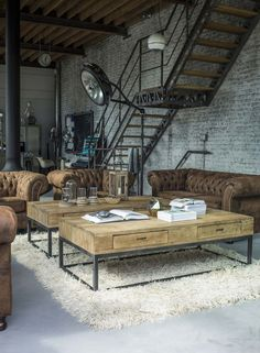 Home Décor: Vintage Bedroom Decoration Take a look at this amazing home interior design trends and how they fit perfectly into your vintage industrial living room decor! Industrial Interior Design, Vintage Industrial Furniture, Industrial Living, Industrial Interiors, Decor Interior Design, Interior Decorating, Industrial Chic Decor, Decorating Ideas, Decor Ideas