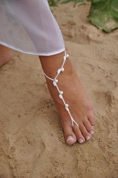 Plage de mariage blanc et chaussures de parti perle par barmine