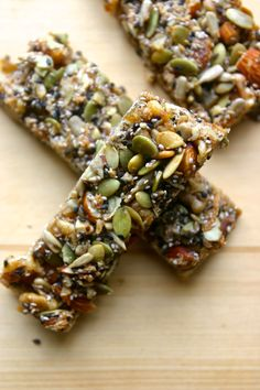NUT BARS - Healthy Type ☻☻ Paleo KIND granola energy bars (nut and seed bars, gluten free, grain free) Protein Bar Recipes, Paleo Recipes, Whole Food Recipes, Cooking Recipes, Cheap Recipes, Lunch Recipes, Cooking Games, Recipes Dinner, Fish Recipes