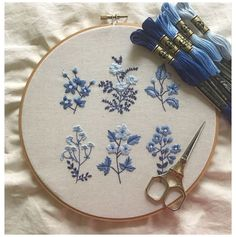 Hand Embroidery Patterns Flowers, Hand Embroidery Videos, Embroidery Stitches Tutorial, Embroidery Flowers Pattern, Embroidery Hoop Art, Cross Stitch Embroidery, Diy Easy Embroidery, Simple Flower Embroidery Designs, Cushion Embroidery