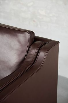 The Mogensen 22 Collection is the epitome of Børge Mogensen's perfect sense of proportions and preference for honest materials, reflecting his uncompromising approach to construction and craftsmanship. Born from a desire to create the ultimate sofa, Mogensen designed the first 2213 Sofa for his own home in 1962. #fredericiafurniture #2213sofa #22collection #børgemogensen #borgemogensen #sofadesign #danishdesign #interiordesign #modernoriginals #craftedtolast Sofa Design, Furniture Design, Bars And Clubs, Danish Furniture, Co Working, Perfect Sense, Lounge Areas, Danish Modern, Vegetable Tanned Leather
