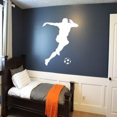 Soccer Player Wall Decal - soccer wall decor, sports decal, kids room wall art, futbol wall decal, f Bedroom Themes, Kids Bedroom, Bedroom Decor, Bedroom 2017, Bedroom Ideas, Football Bedroom, Boys Soccer Bedroom, Sports Wall Decals, Wall Sticker