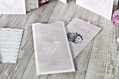 Moderne Hochzeitseinladung als Einsteckkarte in Wasserfarbe Rosa mit Chevron Muster aus der Serie Hesther und Anthony - carinokarten