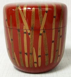 red lacquered wood tea caddy (natsume) with gold maki-e design of horsetail or scouring rushes (tokusa 木賊); chū-natsume (medium jujube fruit) shape; with signed tomobako.