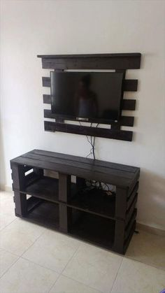 Furniture:Diy Pallet Tv Stand Furniture How to Create DIY Pallet Furniture, Create DIY fu… Diy Pallet Projects, Home Projects, Pallet Ideas For Walls, Wood Ideas, Rack Pallet, Diy Furniture Ikea, Furniture Ideas, Wood Furniture, Diy Furniture Plans Wood Projects