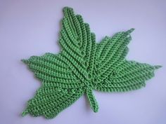 Beautiful little crochet leaves. Use this crochet branch with leaves like a motif for Irish lace. Freeform Crochet, Tunisian Crochet, Crochet Trim, Learn To Crochet, Crochet Motif, Irish Crochet, Crochet Stitches, Knit Crochet, Crochet Flower Patterns