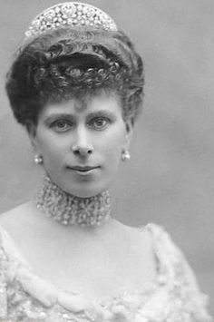 Young Queen Mary wearing the Love Trophy choker, pearl and diamond earrings, and the Iveagh tiara (a wedding gift). Queen Mary left the tiara to her daughter-in-law the Duchess of Gloucester, and it's now worn by the current Duchess.