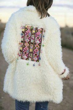 """White ethnic coat"" : Alice rises up Fashion Week, Boho Fashion, Fashion Outfits, Womens Fashion, Fashion Trends, Fashion Beauty, Bohemian Mode, Boho Chic, Cool Coats"