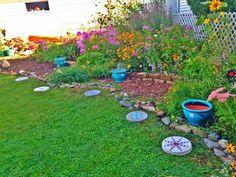 67 Favourite Spring Garden Decoration Ideas For Backyard & Front Yard - comadecor Cottage Garden Design, Garden Landscape Design, Small Garden Design, Garden Landscaping, Amazing Gardens, Beautiful Gardens, Little Gardens, Garden Edging, Garden Paths