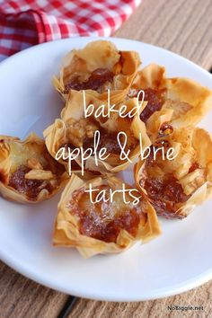 Baked Apple & Brie Tarts plus 24 more Bite Size Desserts Yummy Appetizers, Appetizers For Party, Appetizer Recipes, Delicious Desserts, Yummy Food, Phyllo Recipes, Pilsbury Recipes, Pepperoni Recipes, Appetizer Ideas
