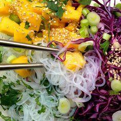 Glas-Nudelsalat mit Mango und Rotkraut