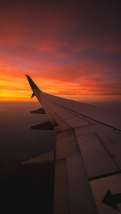 Phone wallpapers sky aesthetic, travel aesthetic, aesthetic photo, pretty s Sunset Wallpaper, Travel Wallpaper, Tumblr Wallpaper, Wallpaper Backgrounds, Wallpaper Iphone Vintage, Airplane Wallpaper, Phone Backgrounds, Pretty Sky, Beautiful Sky