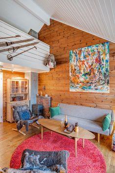 Visning lørdag kl 12 - 13 Pen vertikaldelt hytte med kort vei til skitrekk . Loft, Real Estate, Bed, Furniture, Home Decor, Mermaid Room Decor, Decorating Rooms, Decoration Home, Stream Bed