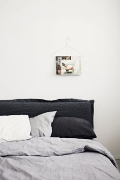 DIY linen headboard cover by Likainen Parketti on Lily / via Poppytalk Handmade