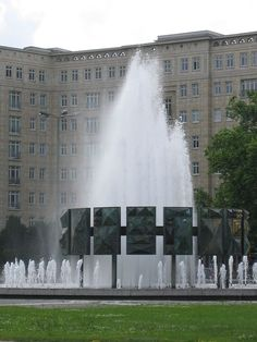 Brunnen am Strausberger Platz, Foto:2006 Jena, Berlin, Louvre, Mansions, House Styles, Building, Travel, Pictures, Fountain