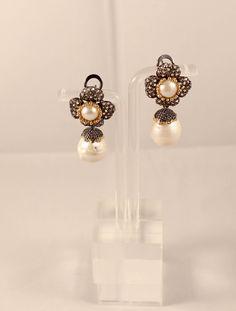 Pendientes de plata con baño de rutenio, oro y perla..http://marberaltabisuteria.mitiendy.com/categorias/pendientes