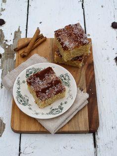 [kjøkkentjeneste]: Turkake - saftig langpannekake med kaneldryss Danish Food, Dessert Recipes, Desserts, Sweet Stuff, Tiramisu, French Toast, Cakes, Baking, Breakfast