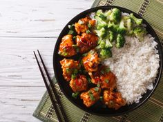 General Tso Chicken: This chicken recipe dish is so delicious and rich in flavor. This spicier General Tso's Chicken Recipe is one of the best Chinese food o Chinese Food, Japanese Food, Japanese Meals, Tofu, Poulet General Tao, Main Dishes, Side Dishes, Tso Chicken, Cholesterol Lowering Foods