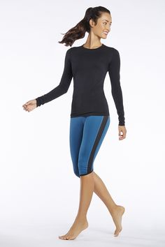 Next on my Xmas list are these rios in this color combo- since I want to own all the rio colors!  I love these long sleeve tees too.  I have it in white and want the black - of course! #FableticsWishList #ambsdr