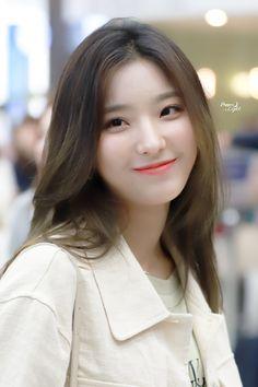 South Korean Girls, Korean Girl Groups, Victoria Song, Cute Asian Girls, Korean Beauty, Ulzzang Girl, Beautiful Babies, Kpop Girls, Moonlight