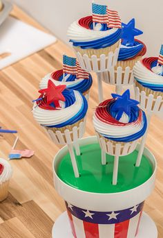 How-To Make a Patriotic Cupcake Bouquet