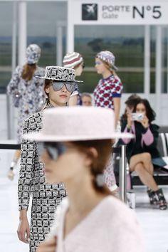 Em meio a crise aérea na França, Chanel faz desfile inspirado em aeroportos - Vida & Estilo - Estadão
