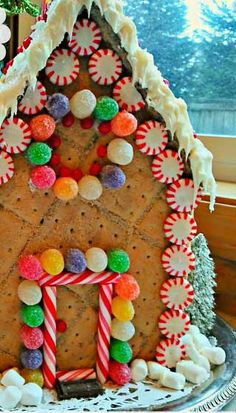 Easy DIY Christmas Crafts for Kids - No Bake Gingerbread House - Click pic for 45 Budget Friendly Holiday Decor Ideas christmas crafts food Christmas Crafts For Kids To Make, All Things Christmas, Simple Christmas, Christmas Holidays, Christmas Decorations, Christmas Baking, Christmas Recipes, Holiday Decor, Cardboard Gingerbread House