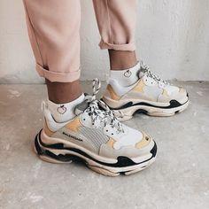 Balenciaga shoes : cool aesthetic artsy street Arthoe fashion trendy Nike Adidas designer The Effect Moda Sneakers, Sneakers Mode, Sneakers Fashion, Fashion Shoes, Shoes Sneakers, Chunky Sneakers, Sneakers Workout, Women's Shoes, Sneakers Style
