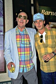Great shot of Hunter S. Thompson and Johnny Depp~ Johnny Depp Leonardo Dicaprio, Hunter S Thompson Quotes, Young Johnny Depp, Ralph Steadman, Johny Depp, Take Off Your Shoes, Fear And Loathing, Film Inspiration, Beautiful Men