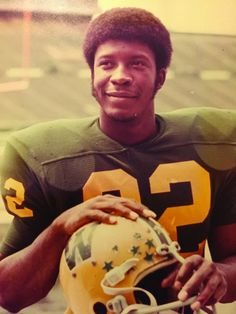 Tony Nathan 22 Tony Nathan, Bama Football, Favorite Pastime, Alabama Crimson Tide, Roll Tide, Love People, Superstar, Afro, My Love