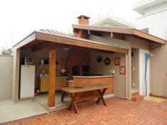 +37 Áreas de Lazer Pequenas Incríveis continue lendo... Dream Home Design, House Design, Attic Living Rooms, Hillside House, Patio Interior, Outdoor Spaces, Outdoor Decor, Summer Kitchen, Outdoor Kitchen Design