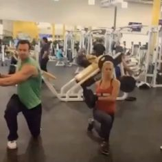 """""""#PartnerWorkout Tag your swolemate or workout buddy and try this exercise! . Forward lunges with weighted side oblique twist.. Do same leg, twisting to…"""""""