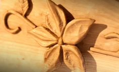 William Casanova: Scultura di legno cirmolo Onda di fiori | DolomitiHeart.it