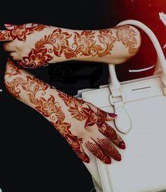 8 Types of Stunning Pakistani Mahendi Design Pakistani Henna Designs, New Henna Designs, Peacock Mehndi Designs, Beginner Henna Designs, Simple Arabic Mehndi Designs, Modern Mehndi Designs, Mehndi Designs For Fingers, Arabic Design, Round Mehndi Design