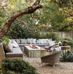12 Outdoor Fireplace Ideas To Up The Romance Factor in Your Backyard Outdoor Fire Pit Table, Fire Pit Backyard, Outdoor Lounge, Backyard Seating, Backyard Patio Designs, Outdoor Rooms, Outdoor Living, Outside Fire Pits, Fire Pit Landscaping