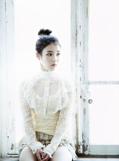 ♡ IU High neck lace top