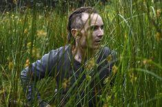 """V postapokalyptickém světě, kde platí """"zabij, nebo budeš zabit,"""" panuje všudypřítomný hladomor a cizí lidé vždy představují nebezpečí. Přeživší farmář se ukrývá hluboko v lese, kde s pomocí brokovnice a improvizovaných nástrah bedlivě střeží svou…"""