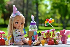Vanilla and Danbos's party  they no need more reason to celebrate that their friendship  (I celebrate with them that today is Friday!! ) #instadoll #pullip #poisongirl #poisongirldolls #dollphotography #doll #dollinstagram #toysphotography #toysgalore #party #happy #balloon #ballons #danboard #minidanboard #carousel #outdoor #bokeh #friday #happy #playful #nyanboard #olaf #candy #buddies #toys #japandoll #pullips #junplanning  #groovedoll #groovedolls