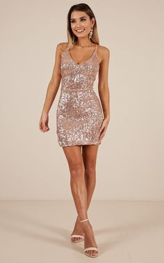 Minimal school formal evening wear beginning with the dress exit maximum impact for prom. Short Sparkly Dresses, Homecoming Dresses Tight, Pretty Dresses, Gold Sequin Dress Short, Elegant Dresses, Awesome Dresses, Casual Dresses, Short Tight Formal Dresses, Gold Sparkly Dress